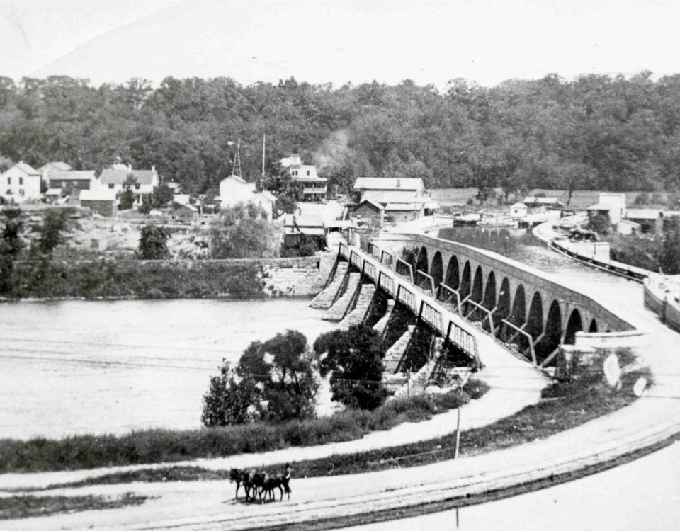 The aqueduct of the enlarged Erie Canal (1842 - 1917) with Rexford in the background.
